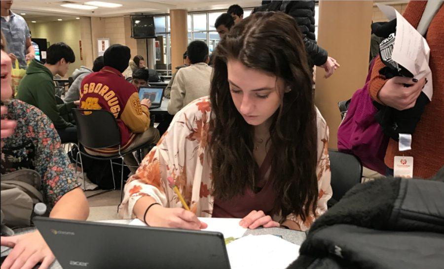 Senior Lexi Decker studying for midterms.
