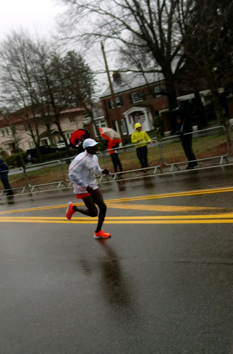 Men's second place finisher, Geoffrey Kirui of Kenya, led throughout most of the race before being overtaken.