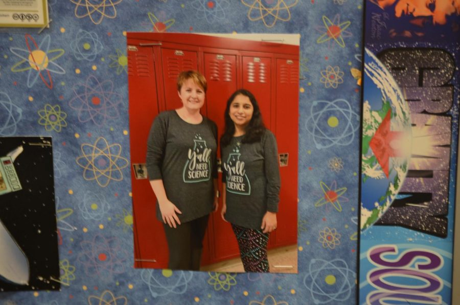 Cath+Zavacki+%28left%29+and+Anjana+Iyer+%28right%29+posing+in+their+identical+shirts.+