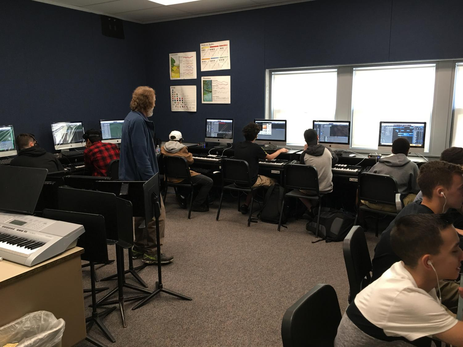 Students creatie music with keyboards on Logic Pro X, as music teacher Jonathan Klizas advises.