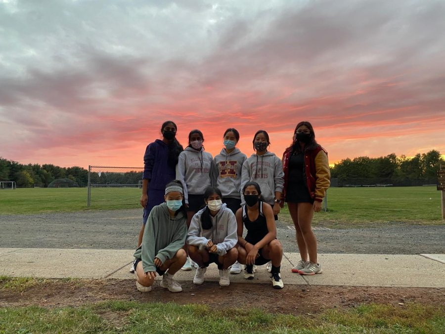 The varsity tennis team poses in masks after having a COVID-19 safe practice.